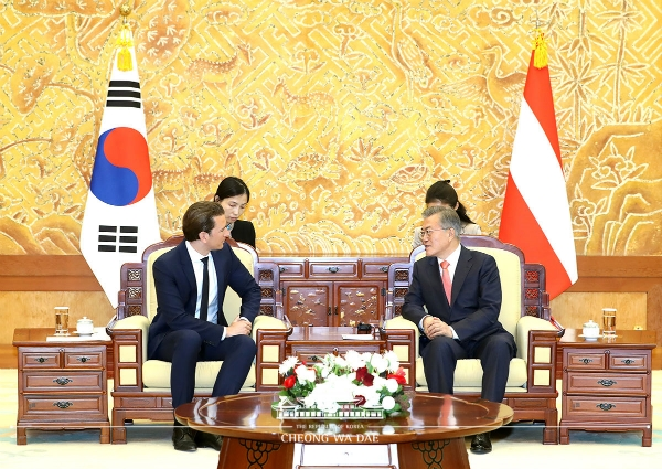 Chancellor Kurz holding his Summit Talk with President Moon Jae-in at the Blue House. (Courtesy: The Blue House)
