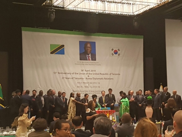 The Seoul Diplomatic Corps. attending Tanzania 55th National Day reception.