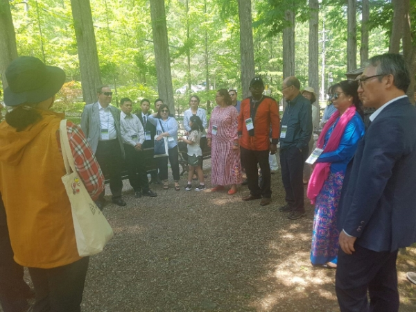 Jangtae Mt. visit to experience its recreational relax forest by the visiting Diplomatic Corps.