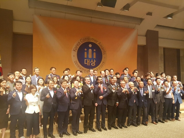 Entire group photo with Ambs. corporate CEOs and local government mayors.